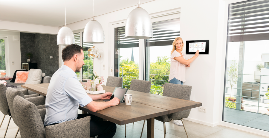 Panneau KNX fixe ou tablette pour le contrôle de la maison intelligente ?