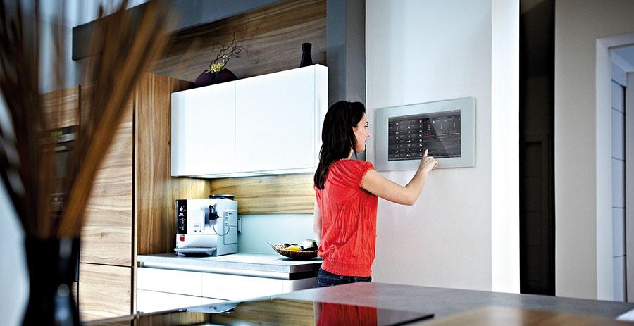 Das intelligente Haus mit Fingerspitzen steuern