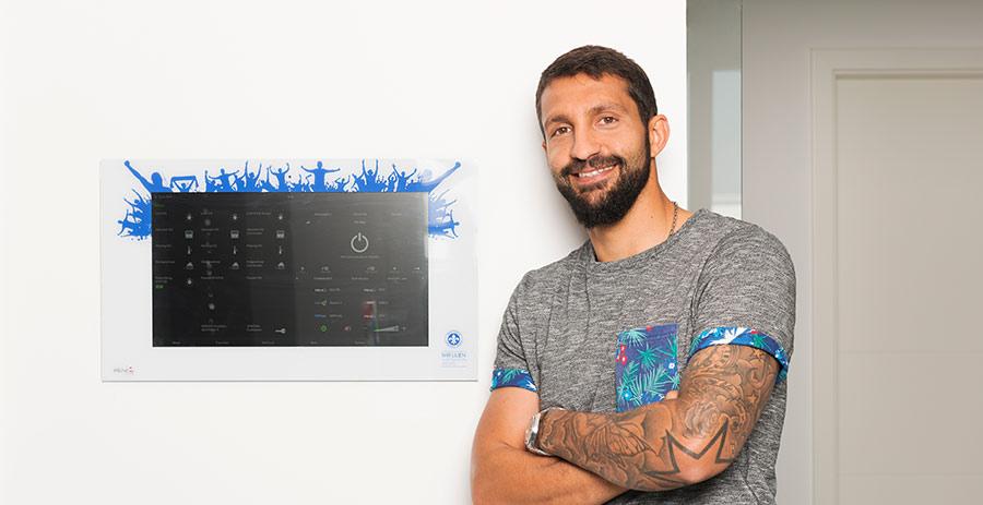 SV Darmstadt 98 Kapitän Aytaç Sulu realisiert Smart Home mit Technologie von PEAKnx